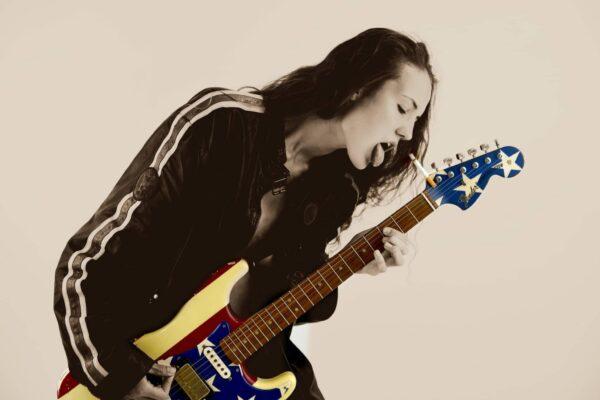 Suck my Guitar von Alex Stelton - GaGaGallery