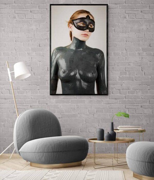 Woman in Chains von Alex Stelton - GaGaGallery